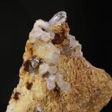 Cuarzo y Pitrita<br />Minas de hierro de Alonsotegi, Ganekogorta, Alonsotegi (Alonsótegui), Comarca Gran Bilbao, Bizkaia / Vizcaya, Euskadi, España<br />9,5x11,5 cm<br /> (Autor: minero1968)