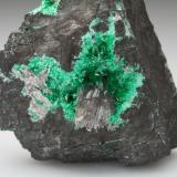 Schultenite and Adamite (variety cuprian adamite)Mina Tsumeb, Tsumeb, Región Otjikoto, Namibia5,5x5,0x5,5cm (Author: MIM Museum)