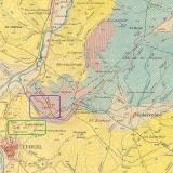 """Parte del Mapa Geológico de España a escala 1:50.000 (1ª Serie) para la Hoja nº 567, editado por el IGME en 1931.  Enmarcada en azul la zona donde se sitúa la """"Masía de Nogués"""" (cuadradito rojo), el puente del ferrocarril y el Barranco; enmarcada en verde la zona del cementerio junto al cual se situaba, en tiempos, el """"Camino del Calvario"""". La mancha triásica aparece representada en color un tanto rosado sobre la Masía, el Barranco y la Rambla de Río Seco. (Autor: Inma)"""
