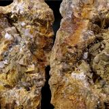 Ankerita-Dolomita (Serie)<br />Mina San José, El Masroig, Comarca Priorat, Tarragona, Catalunya, España<br />geoda 3 x 1 ,5 cm<br /> (Autor: Javier Rodriguez)