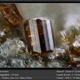 VesuvianiteFelskinn, Glaciar Fee, Saas Fee, Valle Saas, Zermatt - Saas Fee, Wallis (Valais), Suizafov 3.0 mm (Author: ploum)