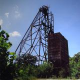 _One of the last standing headframes in the district.Mina Annabel Lee, Sub-Distrito Harris Creek, Condado Hardin, Illinois, USA (Author: crosstimber)
