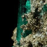 Beryl (variety emerald), Albite (variety cleavelandite), Pyrite<br />Chivor mining district, Palo Arañado Mine, Municipio Chivor, Eastern Emerald Belt, Boyacá Department, Colombia<br />38x35x18mm, largest xl=20mm<br /> (Author: Fiebre Verde)