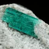 Beryl (variety emerald), Albite (variety cleavelandite)<br />Chivor mining district, Municipio Chivor, Eastern Emerald Belt, Boyacá Department, Colombia<br />35x32x20mm, xl=9mm<br /> (Author: Fiebre Verde)