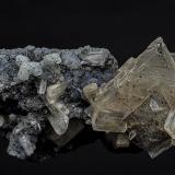 Calcite, Stilbite-Ca, Quartz<br />Jalgaon District, Maharashtra, India<br />10.2 x 4.5 cm<br /> (Author: am mizunaka)