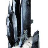 Aegirina, Ortoclasa, ZircónMonte Malosa, Distrito Zomba, Malawi108mm x 51mm. Cristal principal de aegirina: 12mm de anchura, 92mm de altura (Autor: Carles Millan)