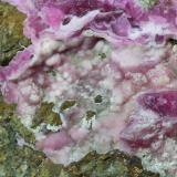 Calcita (variedad cobaltífera)<br />Mina Solita, Peramea, Baix Pallars, Comarca Pallars Sobirà, Lleida / Lérida, Catalunya, España<br />7 x 6 x 5 cm<br /> (Autor: karbu8)