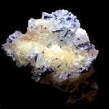 Fluorita<br />Zona minera de Berbes, Berbes, Ribadesella, Comarca Oriente, Asturias, Principado de Asturias, España<br />8x8cm<br /> (Autor: Obsi)