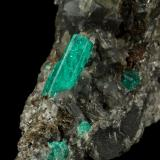 Beryl (variety emerald), Calcite, Pyrite<br />Muzo mining district, Western Emerald Belt, Boyacá Department, Colombia<br />43x85x85mm, xl=13mm<br /> (Author: Fiebre Verde)