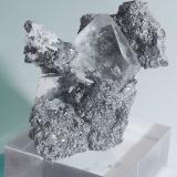Fluorite, Löllingite, Quartz<br />Huanggang Mines, Hexigten Banner (Kèshíkèténg Qí), Ulanhad (Chifeng), Inner Mongolia Autonomous Region, China<br />6.7x5.5x4.5 cm<br /> (Author: JMiguelE)