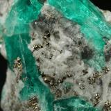 Beryl (variety emerald), Albite (variety cleavelandite), Calcite, Pyrite<br />Chivor mining district, Municipio Chivor, Eastern Emerald Belt, Boyacá Department, Colombia<br />24x26x12mm, largest xl=14mm<br /> (Author: Fiebre Verde)