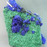 Azurite and MalachiteGrupo minero Silver Hill, Distrito Waterman, Montes Waterman, Condado Pima, Arizona, USA7.0cm x 10.0cm (Author: rweaver)