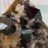 Anatasa<br />Kharan, Distrito Kharan, Balochistan (Baluchistan), Paquistán<br />43 x 32 mm (Cristal mayor 8 x 5 mm<br /> (Autor: Cristalino)