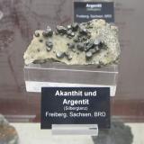 AcanthiteDistrito Freiberg, Erzgebirge, Sajonia/Sachsen, AlemaniaSpecimen size ~ 6 cm (Author: Tobi)