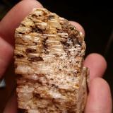 Albita en Microclina<br />Pedrera Mas Sever, Massabè (Mas Ceber), Sils, Comarca La Selva, Girona/Gerona, Catalunya, España<br />6 cm x 3 cm<br /> (Autor: Iwok)