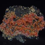 Vanadinite, manganese oxidesTaouz, Erfoud, Provincia Er Rachidia, Region Meknès-Tafilalet, Marruecos5.0 x 4.6 cm (Author: am mizunaka)