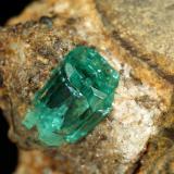 Beryl (variety emerald), Albite (variety cleavelandite)<br />Chivor mining district, Municipio Chivor, Eastern Emerald Belt, Boyacá Department, Colombia<br />19x25x17mm, xl=7mm<br /> (Author: Fiebre Verde)