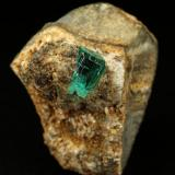 Beryl (variety emerald), Albite (variety cleavelandite)<br />Chivor mining district, Municipio Chivor, Eastern Emerald Belt, Boyacá Department, Colombia<br />19x25x17mm, xl=7mm<br /> (Author: Fiebre Verde)