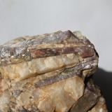 Andalucita.Pegmatita de Punta Robaleira, Donón, O Hío, Cangas do Morrazo, Comarca do Morrazo, Pontevedra, Galicia, España7x 5,5 cm. (Autor: Rafael varela olveira)