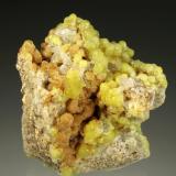 Smithsonita, Cuarzo<br />Mines del Mas d'en Galofre, L'Albiol, Comarca Baix Camp, Tarragona, Catalunya, España<br />5,0 x 4,5 x 3,0 cm.<br /> (Autor: Carles)