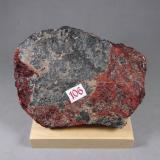 Zincita con Franklinita y Willemita<br />Franklin, Distrito minero Franklin, Condado Sussex, New Jersey, USA<br />11,5 x 8 x 2,3 cm.<br /> (Autor: J. G. Alcolea)