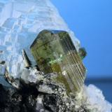 Epidota<br />Hachupa, Valle Shigar, Distrito Skardu, Baltistan, Gilgit-Baltistan (Áreas del Norte), Paquistán<br />cristal 15x10mm<br /> (Autor: Ramon A  Lopez Garcia)