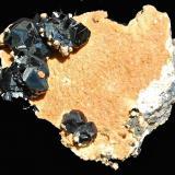 Esfalerita (variedad marmatita)<br />Complejo Trepča, Valle Trepča, Kosovska Mitrovica, Distrito Kosovska Mitrovica, Kosovo<br />8,7 x 7,2 cm.<br /> (Autor: Xavier Bordas)