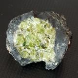 Fayalite-Forsterite Series (olivino)<br />Volcán del Puig de la Banya del Boc, Llorà, Sant Martí de Llémena, Comarca Gironès, Girona / Gerona, Catalunya, España<br />3 x 3 x 2<br /> (Autor: prudenci gatell)
