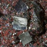 Pirita, Hematites<br />Daye, Prefectura Huangshi, Provincia Hubei, China<br />19,8 x 8,4 cm.<br /> (Autor: Xavier Bordas)