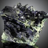 Azurita<br />Mina Tsumeb, primera zona de oxidación, Tsumeb, Región Otjikoto, Namibia<br />12x10cm, cristales de hasta 6cm<br /> (Autor: Raul Vancouver)