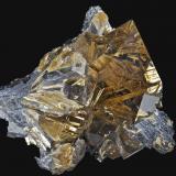 """Cuarzo, Rutilo (""""cuarzo cabello de venus""""), Hematite<br />Ibitiara, Bahia, Región Nordeste, Brasil<br />6,6 x 6,2 cm.<br /> (Autor: Xavier Bordas)"""