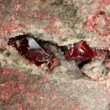 Cinabrio<br />Banco de San Pedro-San Diego, Mina de Almadén, Almadén, Comarca Valle de Alcudia, Ciudad Real, Castilla-La Mancha, España<br />cristales de 2,1 y 1cm<br /> (Autor: Raul Vancouver)