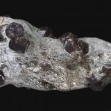 Almandino (Grupo Granate)<br />Tirol, Austria<br />22,2 x 11,4 cm.<br /> (Autor: Xavier Bordas)