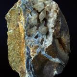 Cuarzo (variedad calcedonia), Calcita<br />Volcán Cabezo Negro de Zeneta, Murcia, Comarca Huerta de Murcia, Región de Murcia, España<br />12 x 8.5 cm<br /> (Autor: Pedro Antonio)