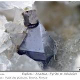 Anatase, Pyrite<br />Ville des Glaciers, Savoie, Auvergne-Rhône-Alpes, France<br />fov 4.4 mm<br /> (Author: ploum)