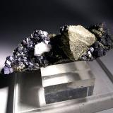 Pyrite, Magnetite<br />Brosso Mine, Cálea, Léssolo, Canavese District, Torino Province, Piedmont (Piemonte), Italy<br />75,3 x 52,5 mm<br /> (Author: Sante Celiberti)