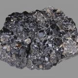 Andradita (variedad melanita, Grupo Granate)<br />Región Urales, Rusia<br />5,7 x 5,2 cm<br /> (Autor: Xavier bordas)
