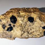 Cuarzo<br />Afloramiento de cuarzos, Las Trenzas (La Jabalina), Cehegín, Comarca Noroeste, Murcia, Región de Murcia, España<br />11,0 x 6,0 cm.<br /> (Autor: Carles)