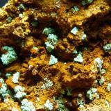Malaquita pseudomórfica de Cuprita<br />Cala, Comarca Sierra de Huelva, Huelva, Andalucía, España<br />4 x 4 la pieza, encuadre foto 0,3 cm.<br /> (Autor: javier ruiz martin)