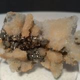 Calcita pseudomórfica de Anhidrita, Pirita<br />Mina Niccioleta, Massa Marittima, Provincia Grosseto, Toscana, Italia<br />62 x 36,6 mm<br /> (Autor: Sante Celiberti)