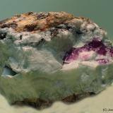 Calcita (variedad calcita niquelifera)<br />Mina Solita, Peramea, Baix Pallars, Comarca Pallars Sobirà, Lleida / Lérida, Catalunya, España<br />5 x 3 cm<br /> (Autor: Joan Niella)
