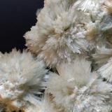 Aragonito (variedad aragonito-Sr), Calcita<br />Minas Boccheggiano-Mina Campiano, Montieri, Provincia Grosseto, Toscana, Italia<br />140 x 130 mm<br /> (Autor: Sante Celiberti)