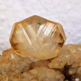Calcita<br />Zona minera de La Florida, Herrería-Valdáliga-Rionansa, Comarca Costa Occidental/Saja-Nansa, Cantabria, España<br />Cristal principal 2.3 × 1.8 cm.<br /> (Autor: Carles)