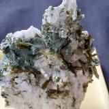 Epidote, Quartz, Titanite, Orthoclase (variety adularia), Prehnite<br />Baveno, Maggiore Lake, Verbano-Cusio-Ossola Province, Piedmont (Piemonte), Italy<br />4,5 x 3,5 cm<br /> (Author: Volkmar Stingl)