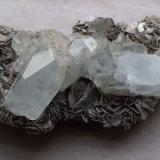 Beryl (variety Aquamarine), Muscovite<br />Mount Xuebaoding, Pingwu, Mianyang Prefecture, Sichuan Province, China<br />9,5 x 4,5 cm<br /> (Author: Volkmar Stingl)