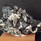 Esfalerita<br />Zona minera Baita, Nucet, Bihor County, Rumanía<br />7.5 x 4.5 cm<br /> (Autor: Pedro Antonio)