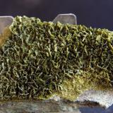 Clinozoisita-Epidota (Serie)<br />Cantera Sierra y Lomas (Cantera Los Serranos), Cabezo Negro, Albatera, Comarca Vega Baja del Segura, Alacant / Alicante, Comunitat Valenciana, España<br />6.5 x 4.5 cm<br /> (Autor: Pedro Antonio)