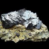 Magnetite on serpentinite 10cm Aveyron,France (Author: parfaitelumiere)