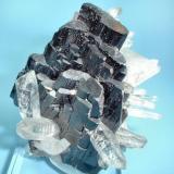 Ferberite, quartz Yaogangxian Mine, Yizhang Co., Chenzhou Prefecture, Hunan Province, China 60 mm x 45 mm (Author: Carles Millan)