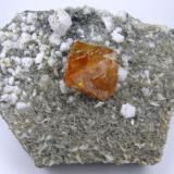 Scheelite, albite. muscovite Xuebaoding, Huya, Pingwu, Mianyang, Sichuan, China 105 mm x 80 mm (Author: Carles Millan)